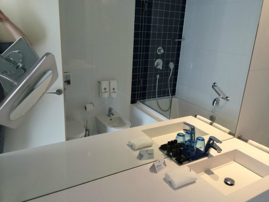 LX Boutique Hotel : Big, clean and white