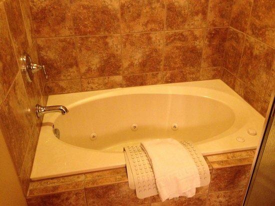 Lodge of  Four Seasons: Great jet tub!