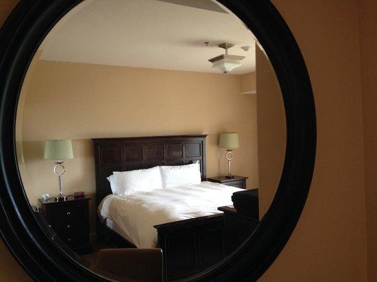Lodge of  Four Seasons: Beautiful room