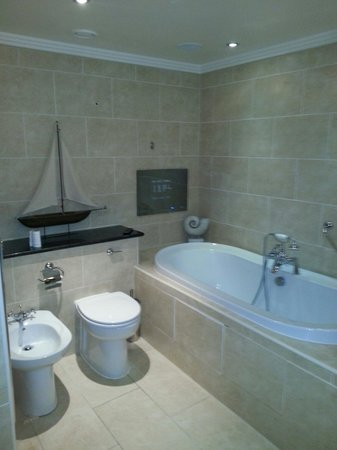 The Morley Hayes Hotel: Bathroom