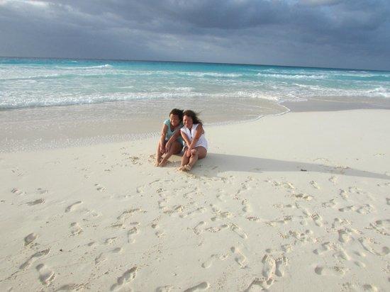 ME Cancun : Playa frente al hotel