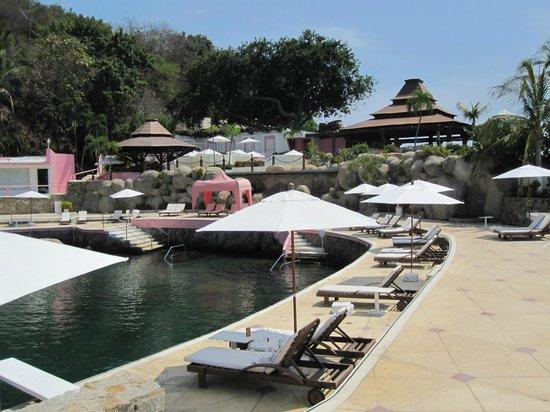 Las Brisas Acapulco: Saltwater pool