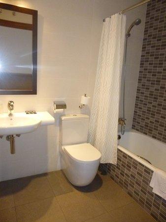 Hotel Leku-Eder: Baño familiar y planta 0