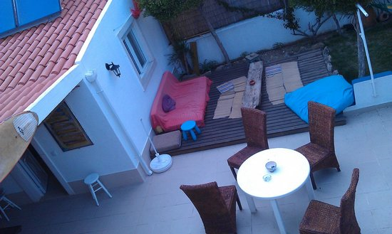Ericeira Chill Hill Hostel & Private Rooms: backyard