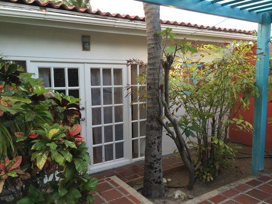 Boardwalk Hotel Aruba: Entry to Casita 4