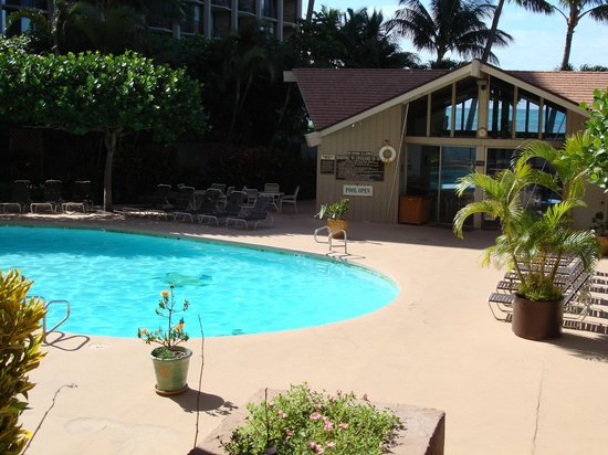 Maui Beach Ocean View Rentals: Royal Kahana Pool area