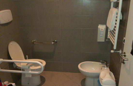 Hotel La Pergola di Venezia: Toilette und Bidet