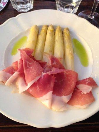 AU VIEUX COMPTOIR : Friske asparges