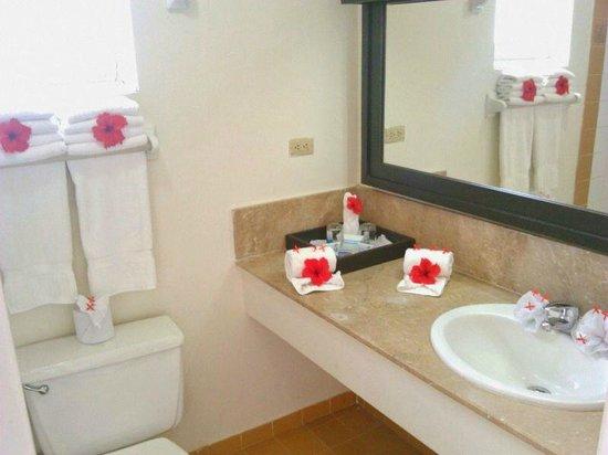 Puerto Plata Village Resort: Cuando llegamos el baño es bellisimo decorado
