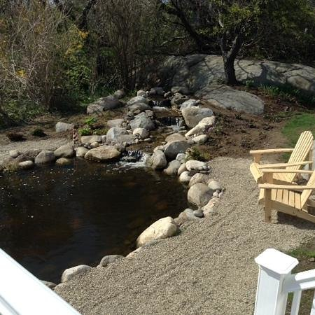The Seafarer Inn: come sit by the pond and look out to the ocean