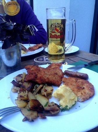 Schwarzwaldstuben: Schnitzel con patate e insalata di cetrioli