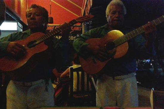 Calypso´s Comida Mexicana y Mariscos: Mariachi serenade