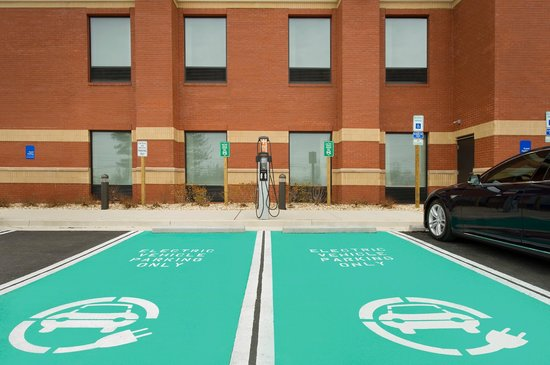Hampton Inn & Suites Washington, DC North / Gaithersburg: Chargepoint dual EV charging station