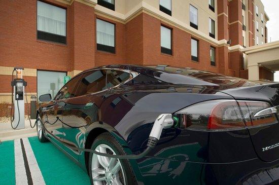 Hampton Inn & Suites Washington, DC North / Gaithersburg: Electric Vehicle charging station