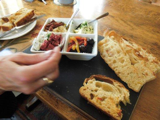 The Elsted Inn: Lovely starters, tapas, fresh crunchy bread too.