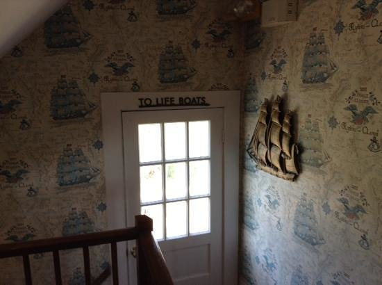 The Seafarer Inn: to the life boats (cute decoration)