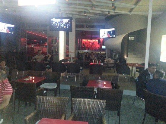 Eclipse Bar Platanias: Inne i baren
