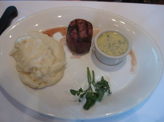 Shula's Steak House: 5 oz filet mignon with mashed potatoes