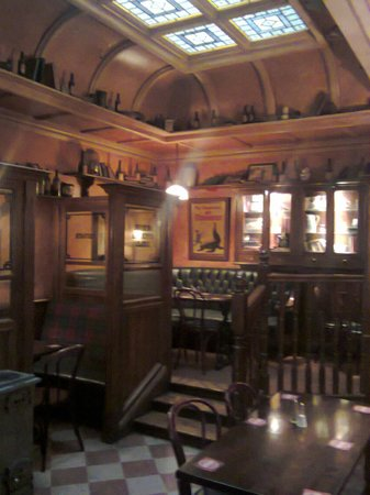 O'Neills Victorian Pub & Townhouse: Pub at lunchtime
