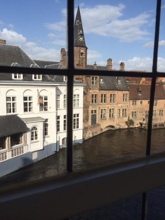 Relais Bourgondisch Cruyce - Luxe Worldwide Hotel: View over the canal