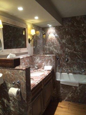 Relais Bourgondisch Cruyce - Luxe Worldwide Hotel: Bathroom