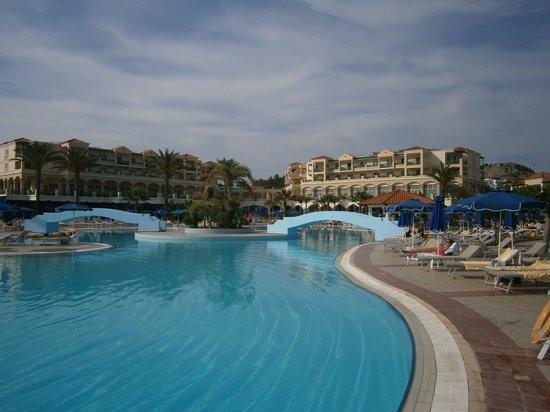 Lindos Princess Beach Hotel: Une des piscines