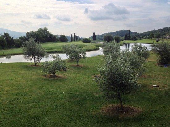 Golf Hotel Ca' Degli Ulivi: Blick auf Green Loch 9