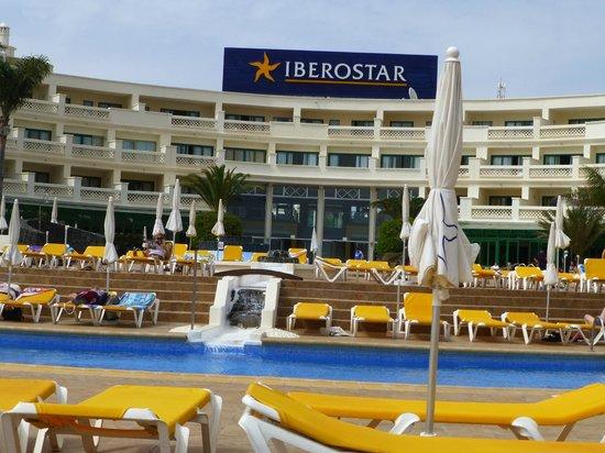 Iberostar Lanzarote Park: Pool area.