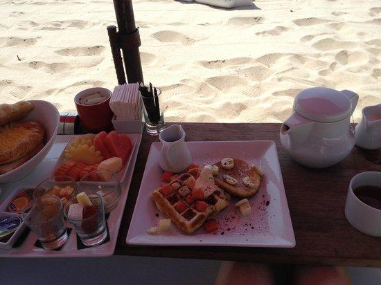 The Library: Petit dejeuner sur la plage, un délice !