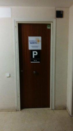 Barcelona City North: la porte qui mène à l'hotel dans le couloir