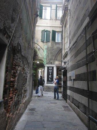 Hotel Genziana : Вход в отель