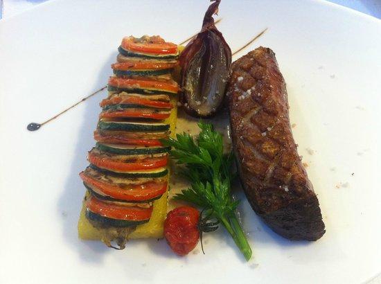 Beau site Jehan de Valon: magret de canard sauce aux cepes, polenta et petits légumes