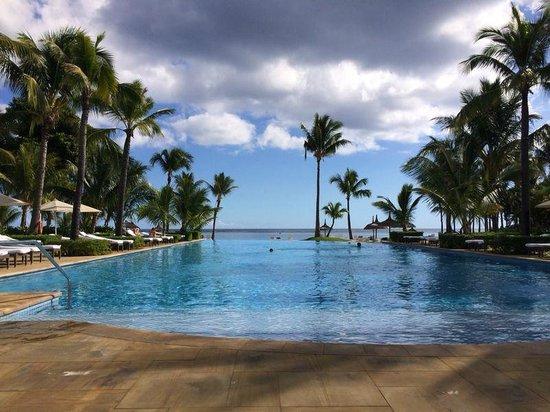 "Sugar Beach Mauritius : Piscina ""silenciosa"""
