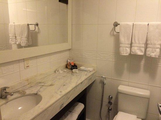 Glamour da Serra : Banheiro amplo