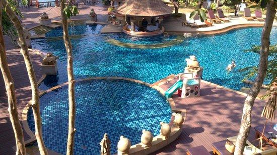 Crown Lanta Resort & Spa : Pool/Beach area