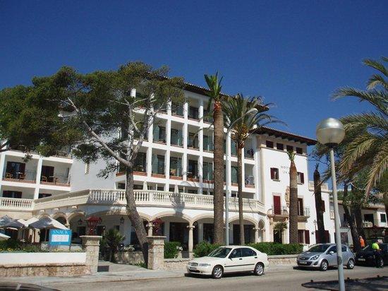 Hoposa Uyal Hotel: Front elevation of hotel
