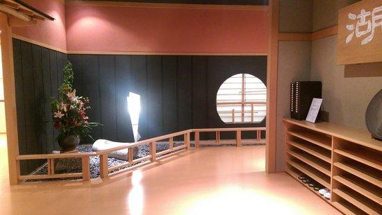 Kozantei Ubuya: entry to dining room