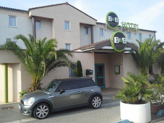 Roquebrune-sur-Argens, France: façade de l'hôtel