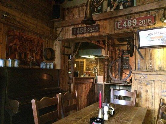Bulldog steakhouse: Dining room