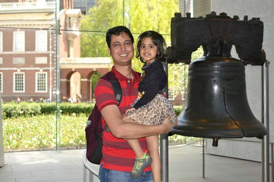 Liberty Bell Center : With my daughter at Liberty Bell