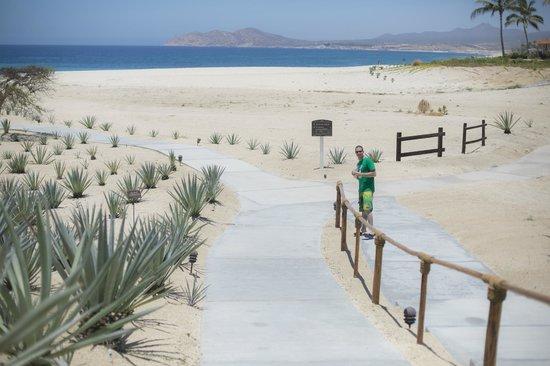 Casa del Mar Golf Resort & Spa: Walkway