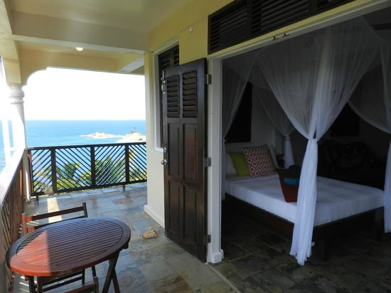Calibishie Cove: Sea View Room mit eigenem Balkon