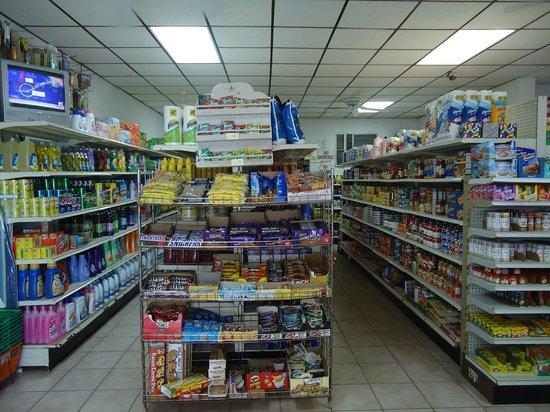 Orange Creek Inn: Convenient food-store on premises