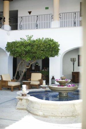 Casa del Mar Golf Resort & Spa: Courtyard