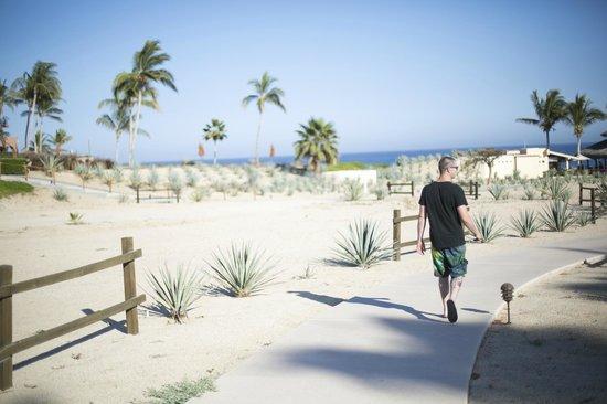 Casa del Mar Golf Resort & Spa: Walk to the restaurant / pool