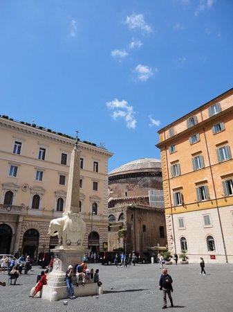 Santa Maria Sopra Minerva: The church is that close to the Pantheon