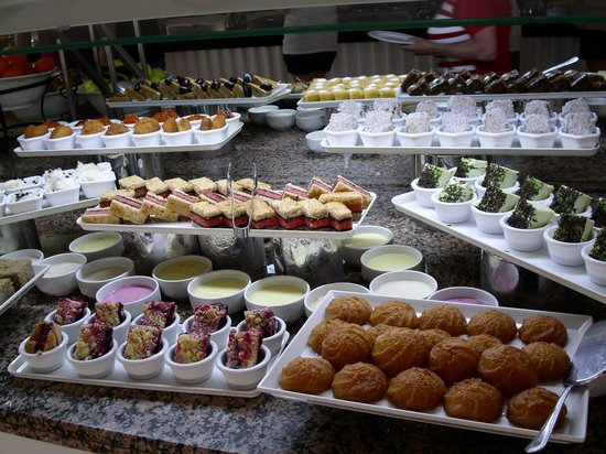 Trendy Palm Beach: Part of the dessert buffet