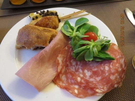 Hôtel Corona Opéra : 朝食もsimpleだが美味しい。