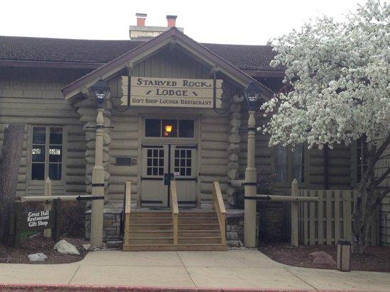 Starved Rock Lodge & Conference Center: Starved Rock Lodge Entrance