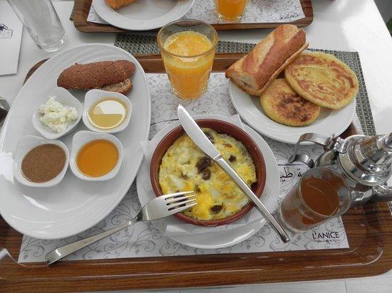Studiotel afoud: Petit-déjeuner berbère à l'Anice